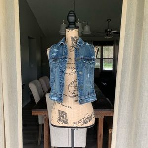 NWT American Eagle | Distressed Jean Vest